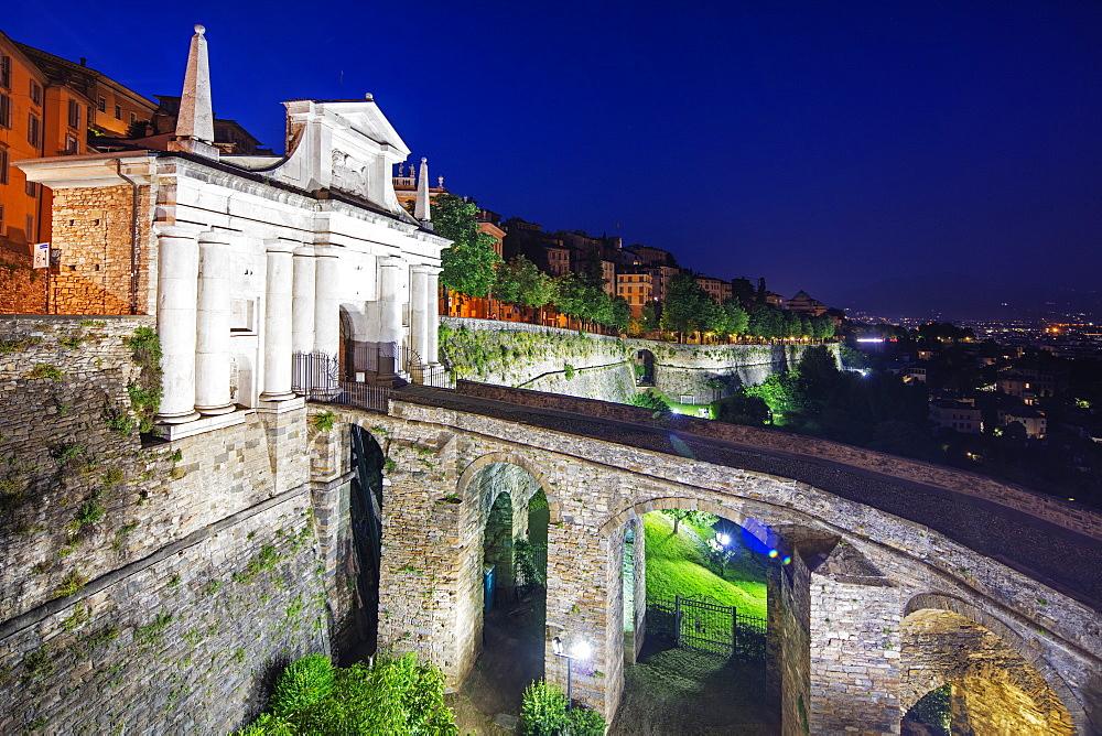 Porta San Giacomo, Upper Town (Citta Alta), Bermago, Lombardy, Italy, Europe - 733-7981