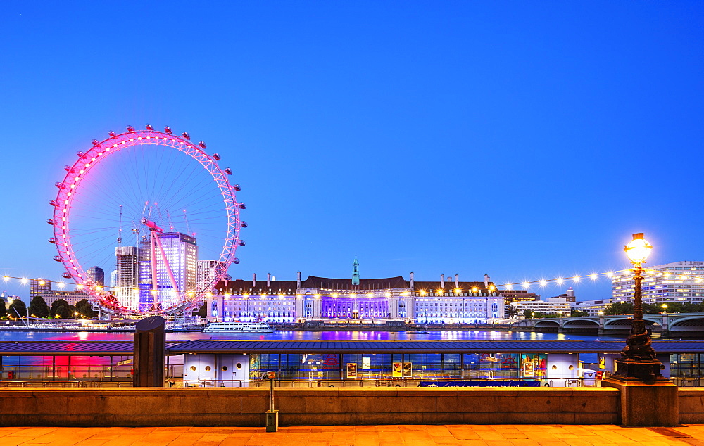 Europe, United Kingdom, England, London, London Eye ferris wheel on the River Thames