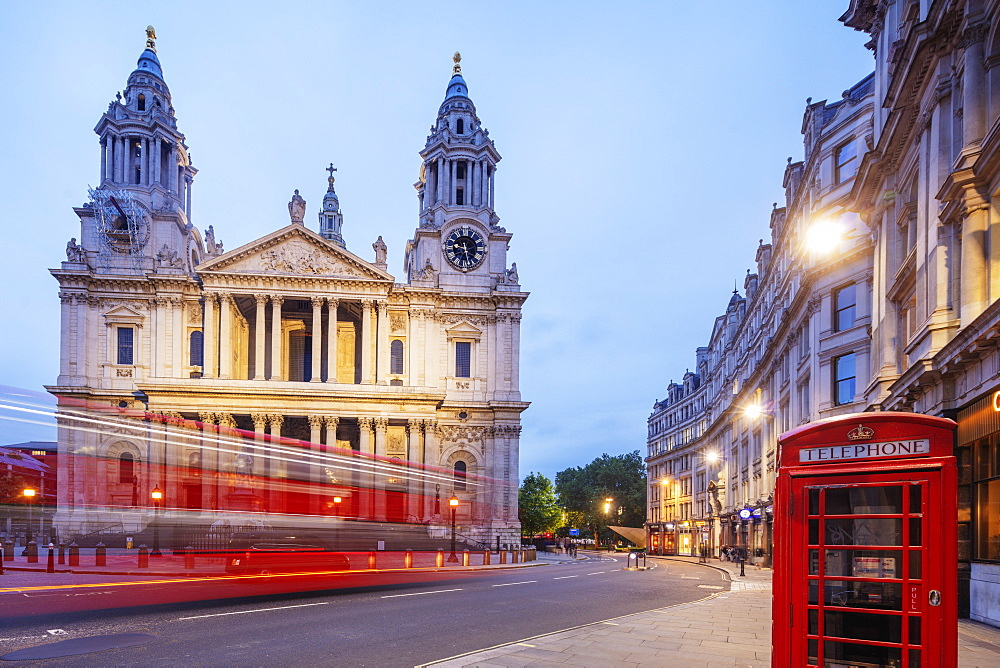 St. Paul's Cathedral and a London bus, London, England, United Kingdom, Europe - 733-7993