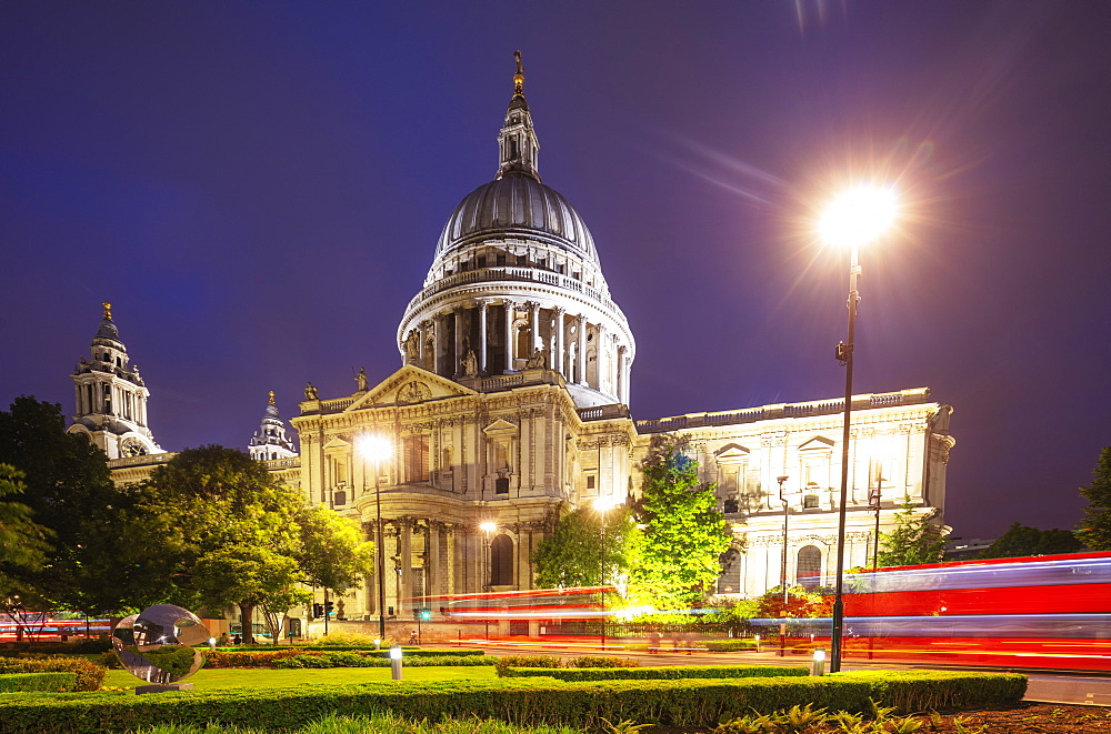 St. Paul's Cathedral and a London bus, London, England, United Kingdom, Europe - 733-7994