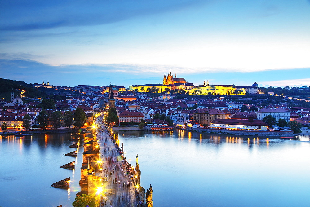 Charles Bridge, Prague Castle and St. Vitus Cathedral, Prague, UNESCO World Heritage Site, Bohemia, Czech Republic, Europe - 733-8029