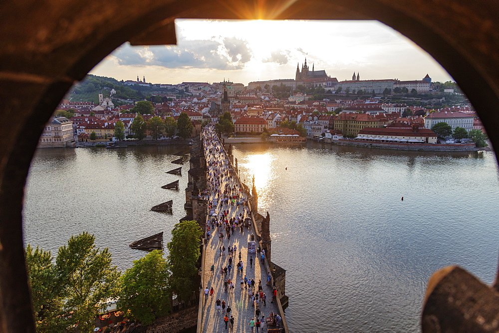 Charles Bridge, Prague Castle and St. Vitus Cathedral, Prague, UNESCO World Heritage Site, Bohemia, Czech Republic, Europe - 733-8032