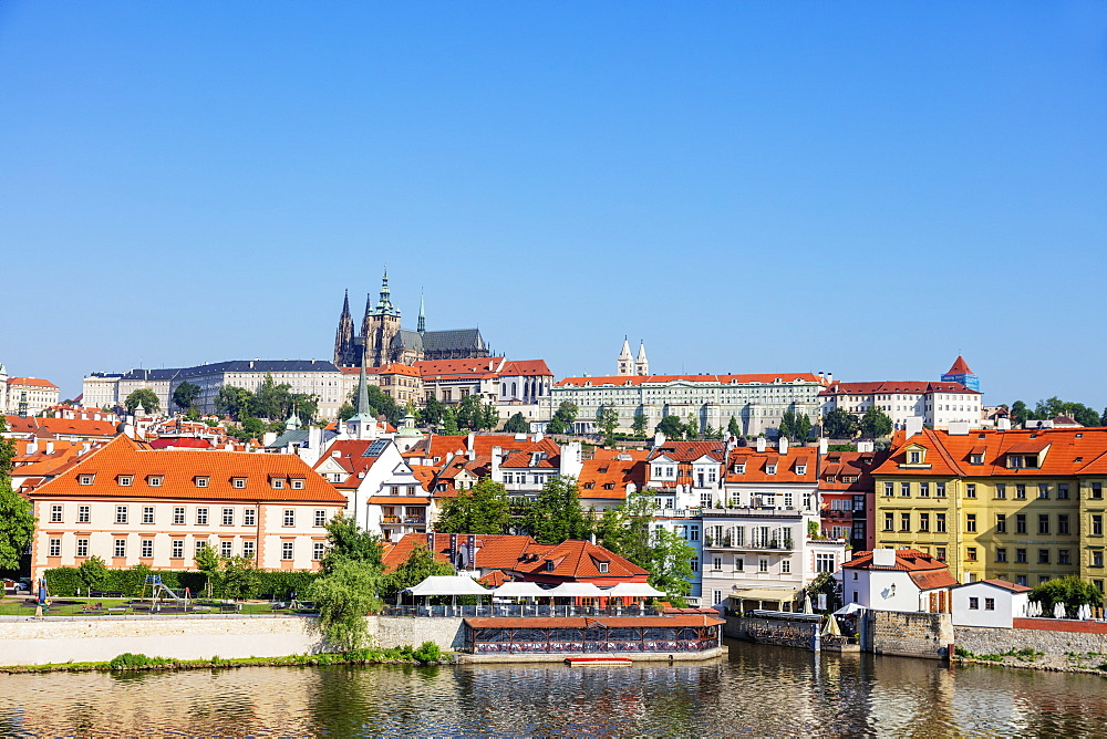 Prague Castle and St. Vitus Cathedral, Prague, UNESCO World Heritage Site, Bohemia, Czech Republic, Europe - 733-8036