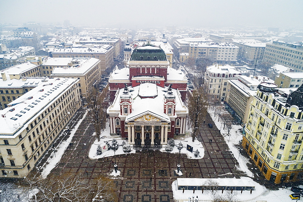 Eastern Europe, Bulgaria, Sofia, aerial view of Ivan Vazov National Theatre in a snow storm - 733-8386