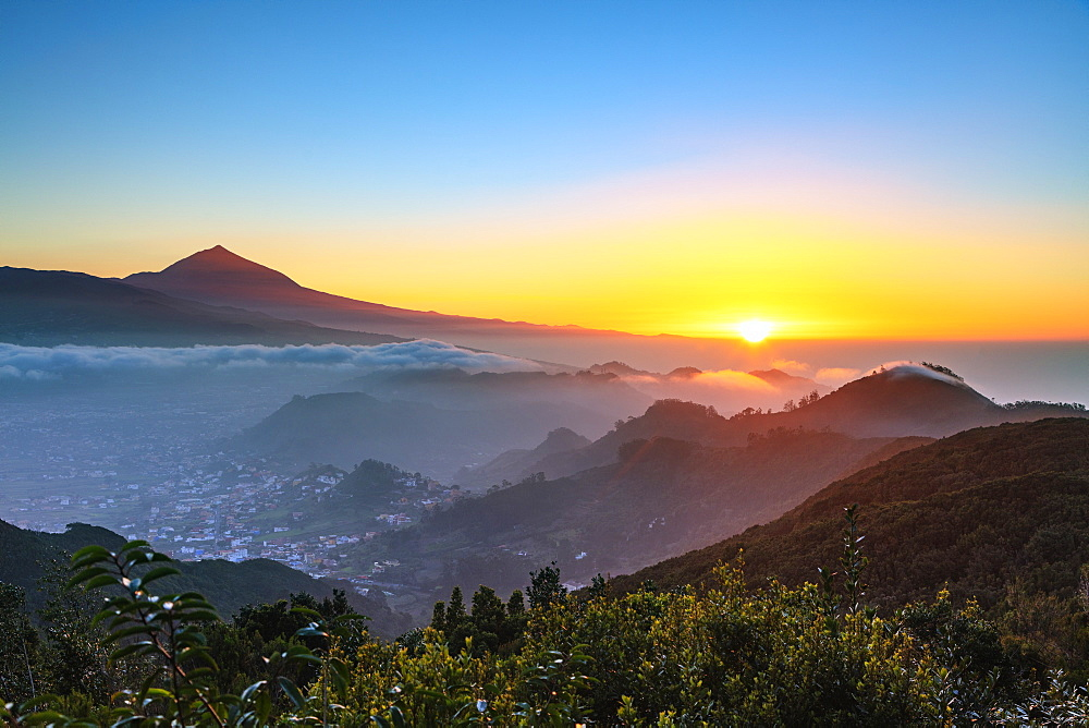 Europe, Spain, Canary Islands, Tenerife, Teide National Park, Unesco site, Pico del Teide (3718m) highest mountain in Spain, sunset - 733-8425