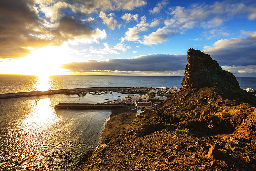 Europe, Spain, Canary Islands, Gran Canaria, Agaete, coastline and harbour - 733-8448