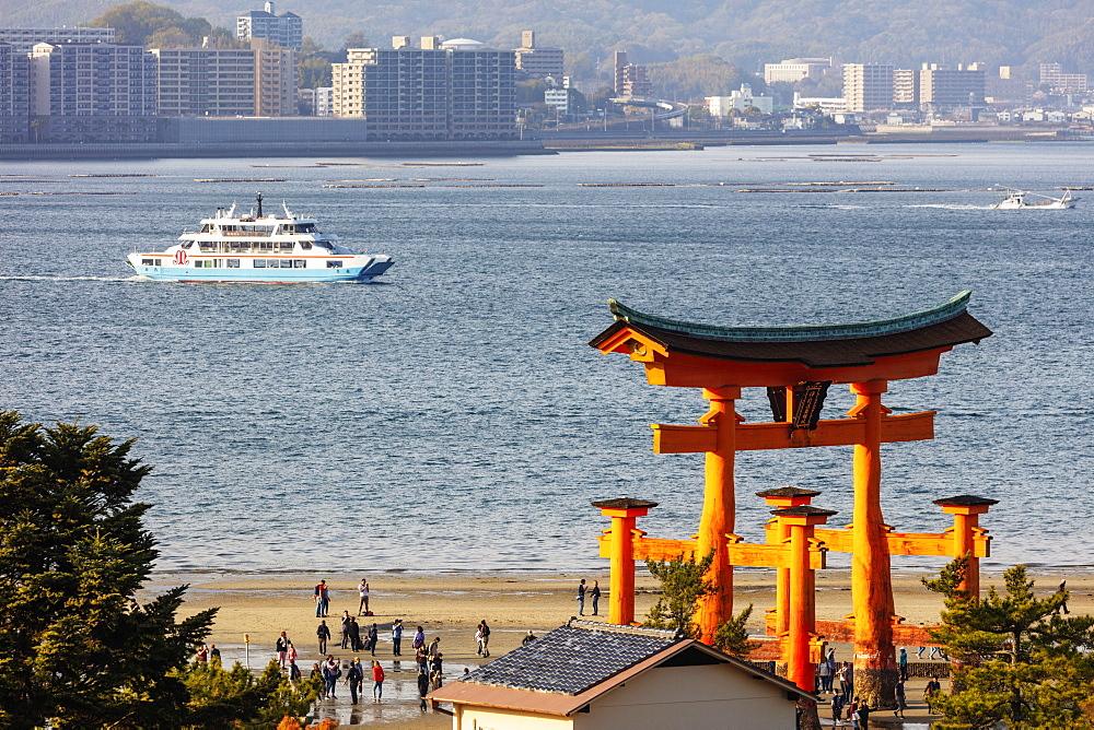 Asia, Japan, Honshu, Hiroshima prefecture, Miyajima island, floating torii gate of Itsukushima jinja, Unesco site