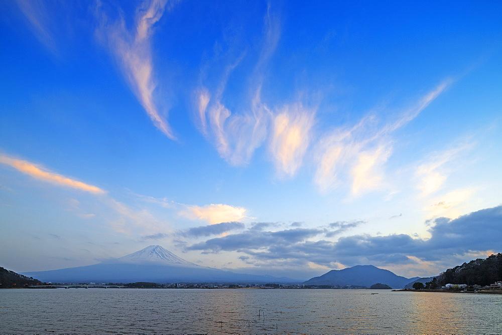 Mount Fuji, 3776m, UNESCO World Heritage Site, and Kawaguchiko lake, Yamanashi Prefecture, Honshu, Japan, Asia