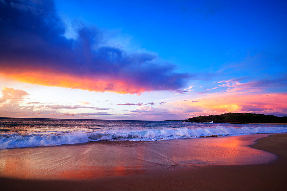 United States of America, Hawaii, Molokai island, sunset on Papohaku Beach