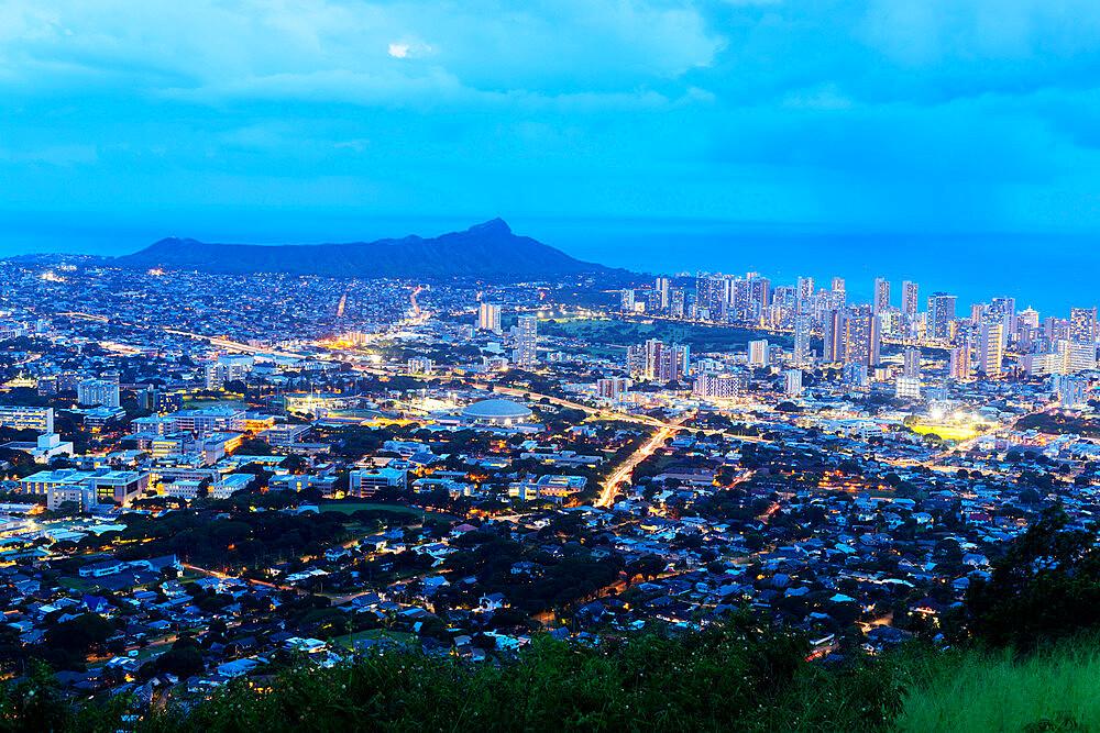 United States of America, Hawaii, Oahu island, Honolulu, night view of Waikiki and Diamond Head - 733-9010