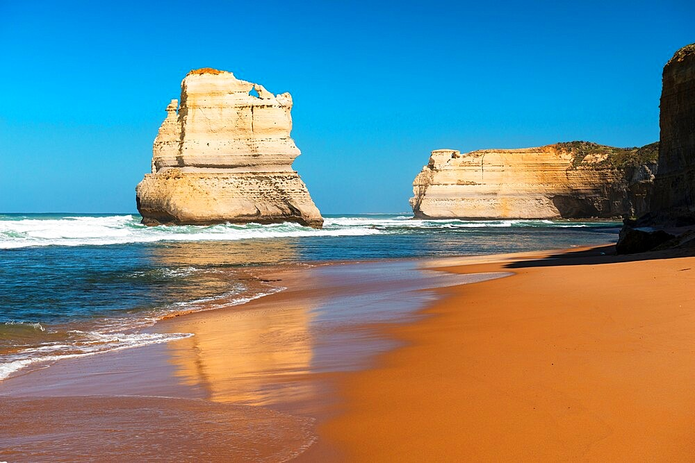 One of the Twelve Apostles and Southern Ocean, Twelve Apostles National Park, Port Campbell, Victoria, Australia, Pacific - 737-735