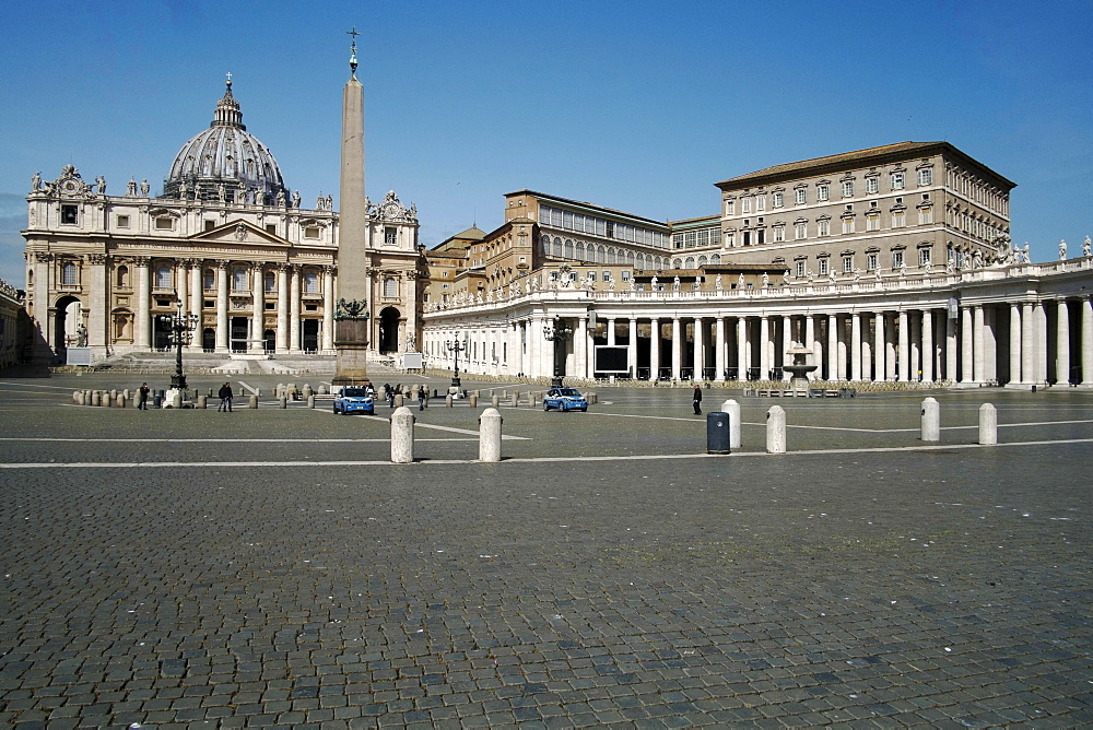 Saint Peters Square, Papal Palace, Vatican, UNESCO World Heritage Site, Rome, Lazio, Italy, Europe - 739-1404