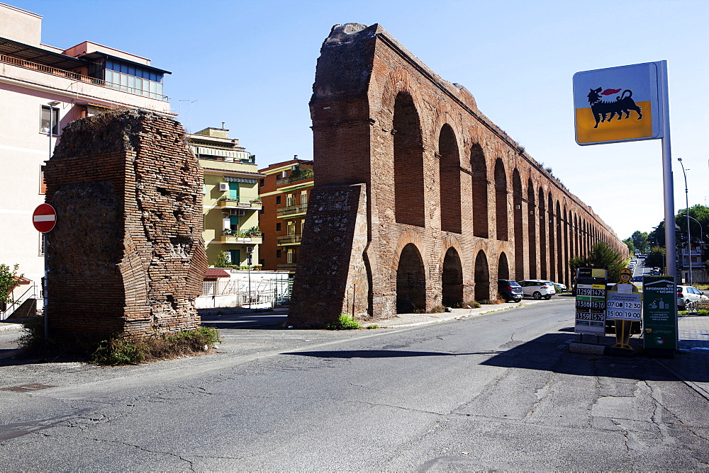 The 11th aqueduct in Rome built by emperor Alessandro Severo 226 d.c.
