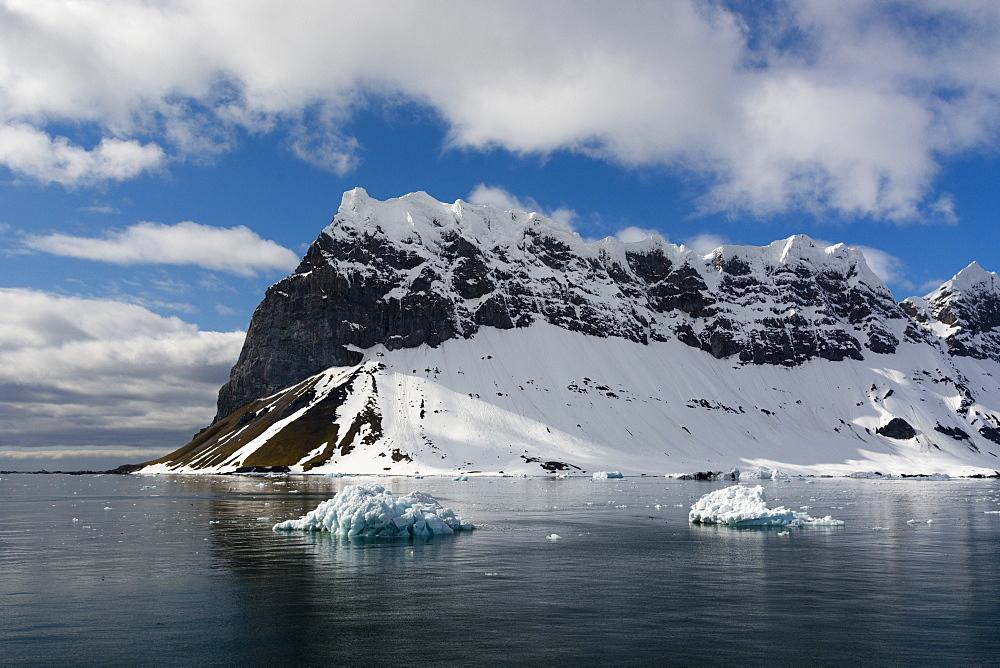 Burgerbukta, Spitsbergen, Svalbard islands. - 741-5716