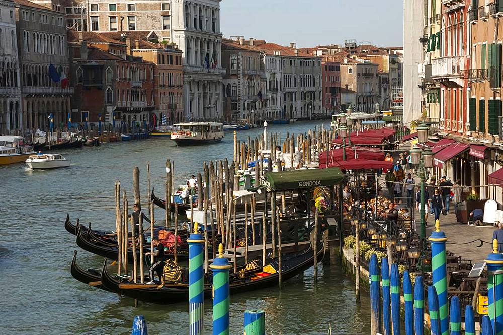 Gondola moorings near Rialto Bridge, Grand Canal, Venice, UNESCO World Heritage Site, Veneto, Italy, Europe