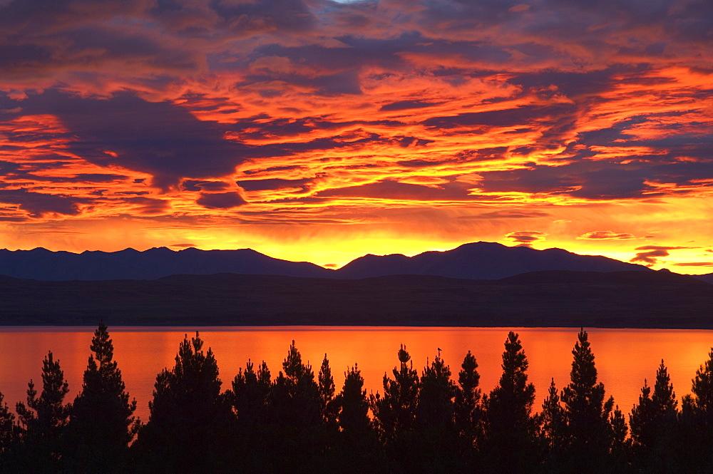 Sunrise, Lake Pukaki, Canterbury, South Island, New Zealand, Pacific - 756-297