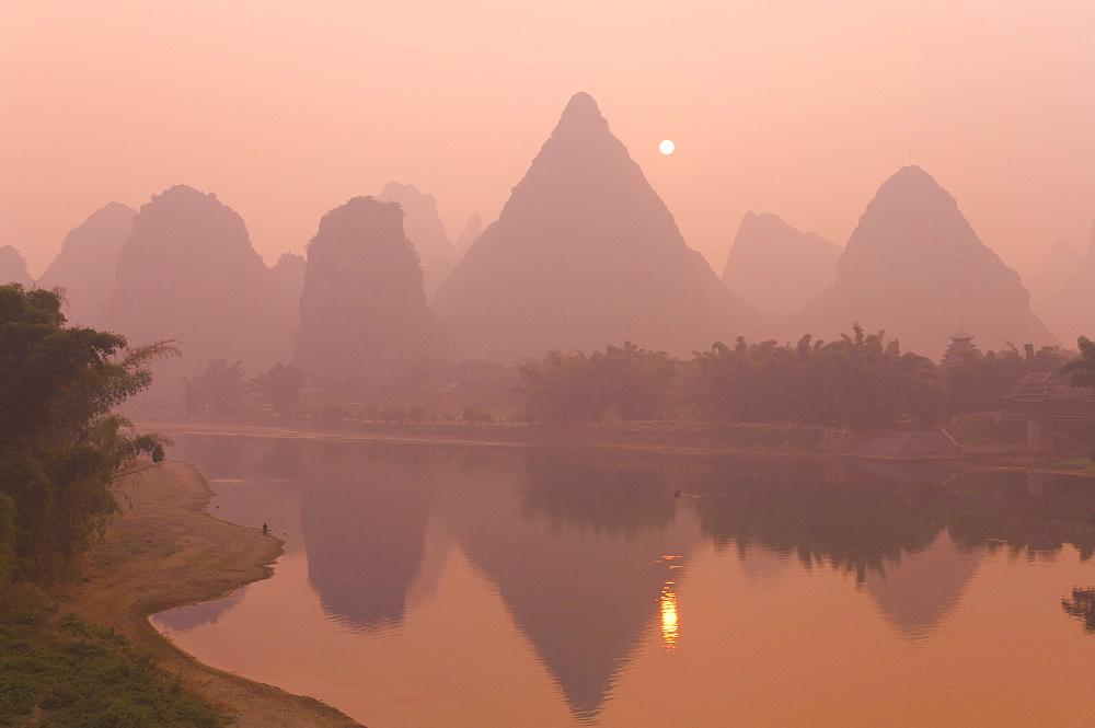 Li Jiang (Li River), Yangshuo, Guangxi Province, China, Asia
