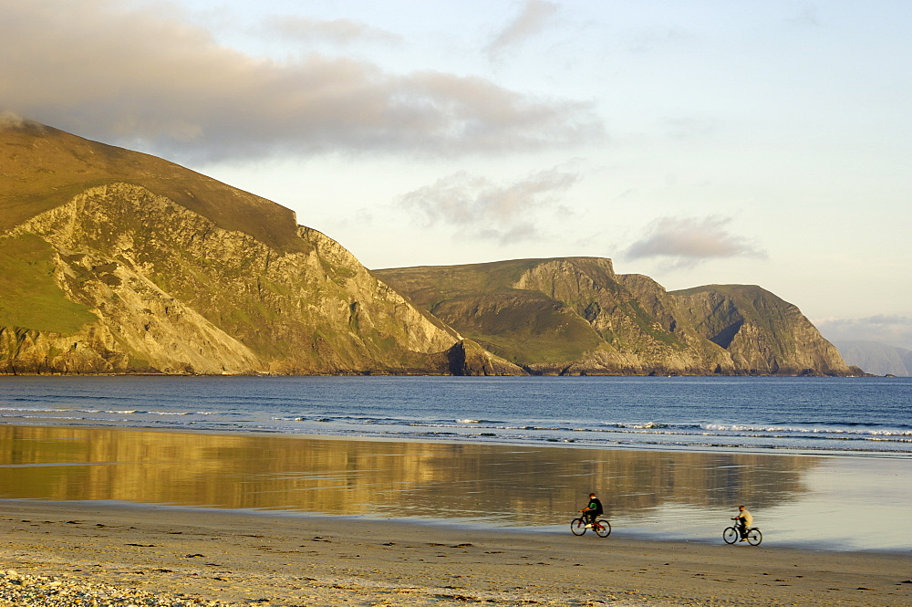 Minaun Cliffs from Keel beach, Achill Island, County Mayo, Connacht, Republic of Ireland (Eire), Europe