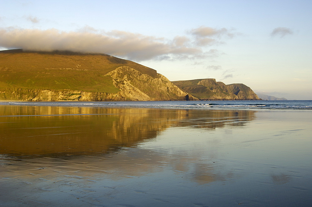 Minaun Cliffs from Keel beach, Achill Island, County Mayo, Connacht, Republic of Ireland, Europe