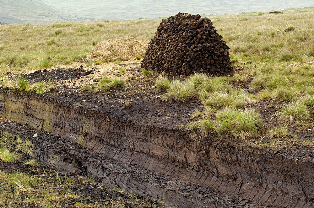 Peat cutting, Connemara, County Galway, Connacht, Republic of Ireland, Europe