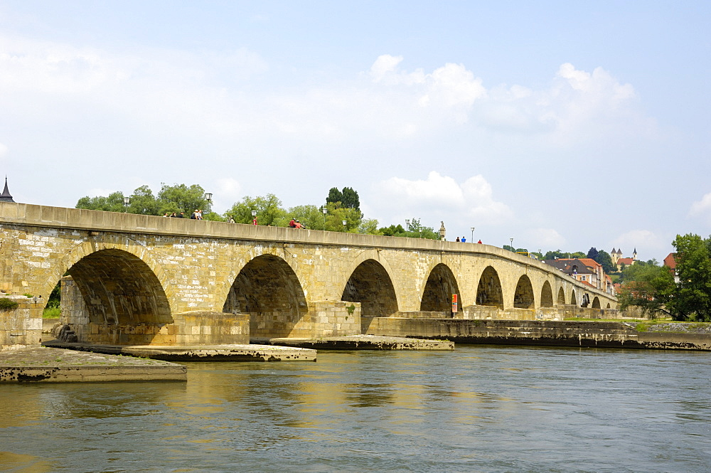 Stone Bridge (Steinerne Brucke), Regensburg, UNESCO World Heritage Site, Bavaria, Germany, Europe