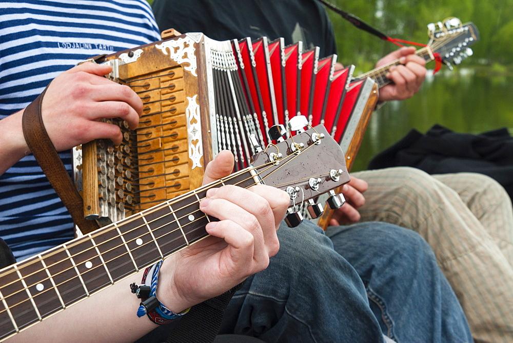 Accordion and guitar, ethnic group of musicians, River Emajogi, Tartu, Estonia, Baltic States, Europe - 765-1805