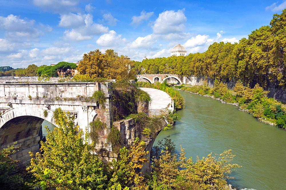 Ponte Emilio (Ponte Rotto), Fabricius' Bridge behind, Rome, UNESCO World Heritage Site, Lazio, Italy, Europe