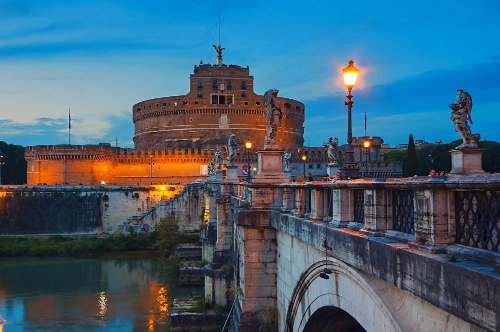 Mausoleum of Hadrian (Castel Sant'Angelo), Ponte Sant'Angelo, Tiber River, UNESCO World Heritage Site, Rome, Lazio, Italy, Europe
