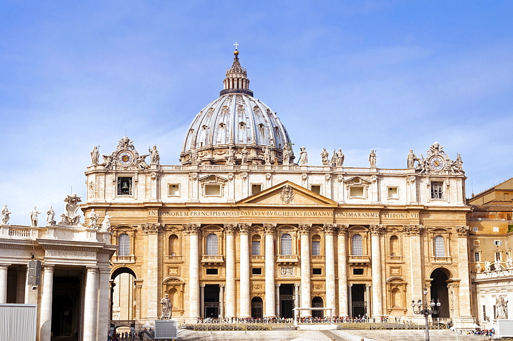 Facade of St. Peter's Basilica, Piazza San Pietro, Vatican City, UNESCO World Heritage Site, Rome, Lazio, Italy, Europe