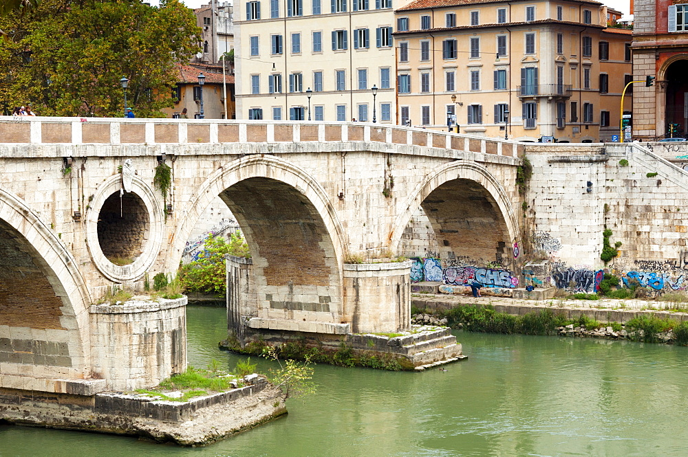 Ponte Sisto (Sisto Bridge) and River Tiber, Rome, UNESCO World Heritage Site, Lazio, Italy, Europe - 765-2003