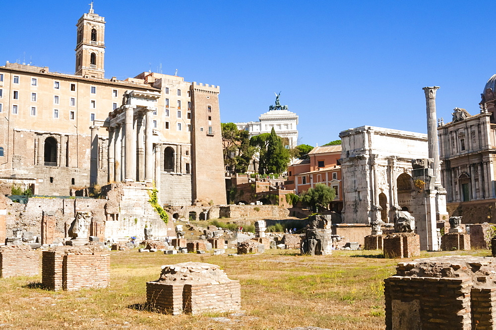 Temple of Saturnus on left, Column of Phocas, Arch of Septimius Severus, Tabularium, Roman Forum, UNESCO World Heritage Site, Rome, Lazio, Italy, Europe