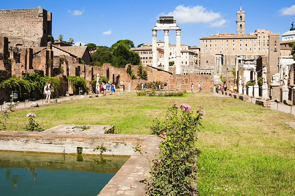House of the Vestal Virgins, Temple of Castor and Pollux behind, Roman Forum, UNESCO World Heritage Site, Rome, Lazio, Italy, Europe