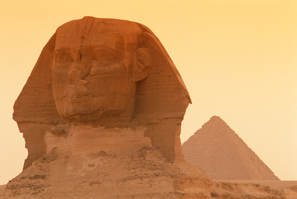 The Sphinx and Kefren (Chephren) pyramid, Giza, UNESCO World Heritage Site, Cairo, Egypt, North Africa, Africa - 765-82