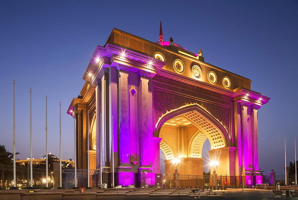Emirates Palace Hotel entrance, Abu Dhabi, United Arab Emirates, Middle East