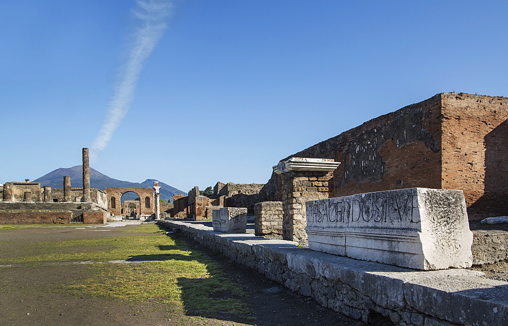 The Forum and Vesuvius volcano, Pompeii, UNESCO World Heritage Site, Campania, Italy, Europe