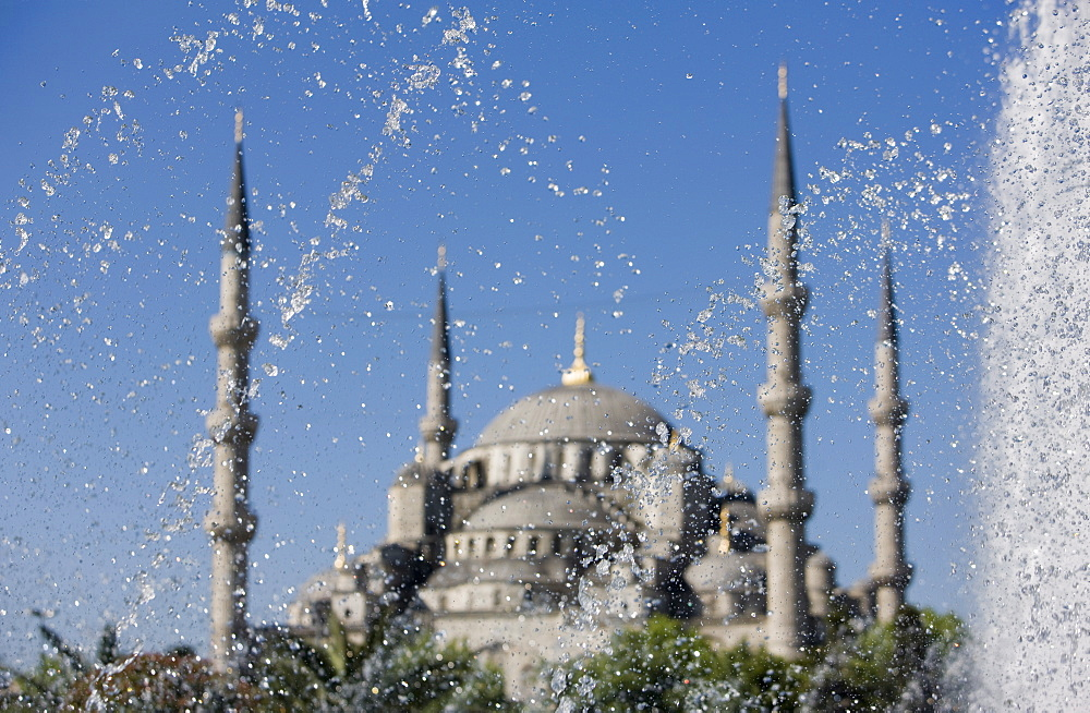 Fountain in front of the Blue Mosque, Istanbul, Turkey, Western Asia