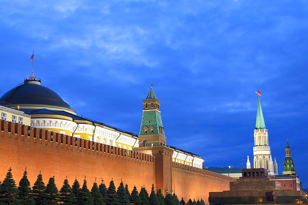 The Kremlin at night with Lenin's Tomb from Red Square, UNESCO World Heritage Site, Moscow, Russia, Europe