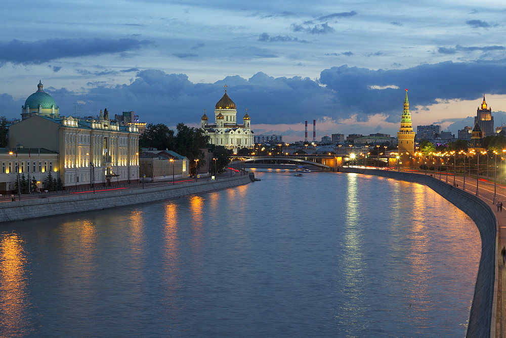 River Moskva and the Cathedral of Christ the Redeemer and the Kremlin at night, Moscow, Russia, Europe