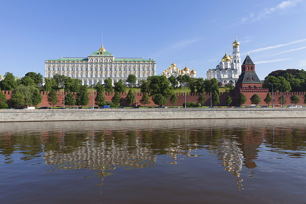 The River Moskva with the Kremlin, Moscow, Russia, Europe