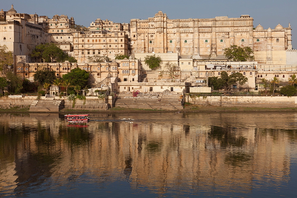 City Palace Museum in Udaipur seen from Lake Pichola, Udaipur, Rajasthan, India, Asia