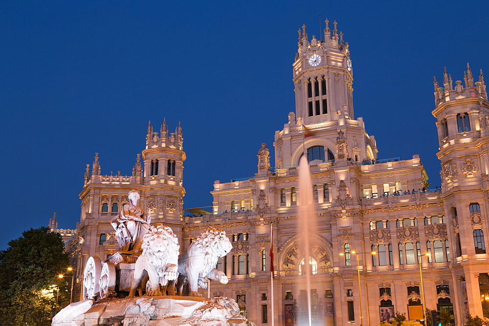 Fountain and Cybele Palace, formerly the Palace of Communication at night, Plaza de Cibeles, Madrid, Spain, Europe
