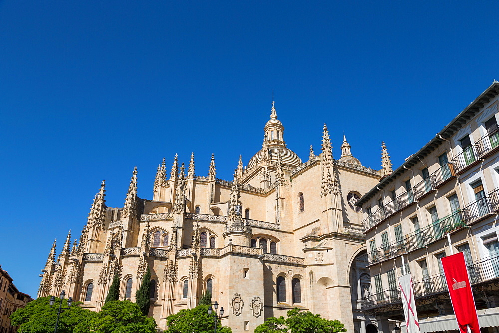 The imposing Gothic Cathedral of Segovia from Plaza Mayor, Segovia, Castilla y Leon, Spain, Europe