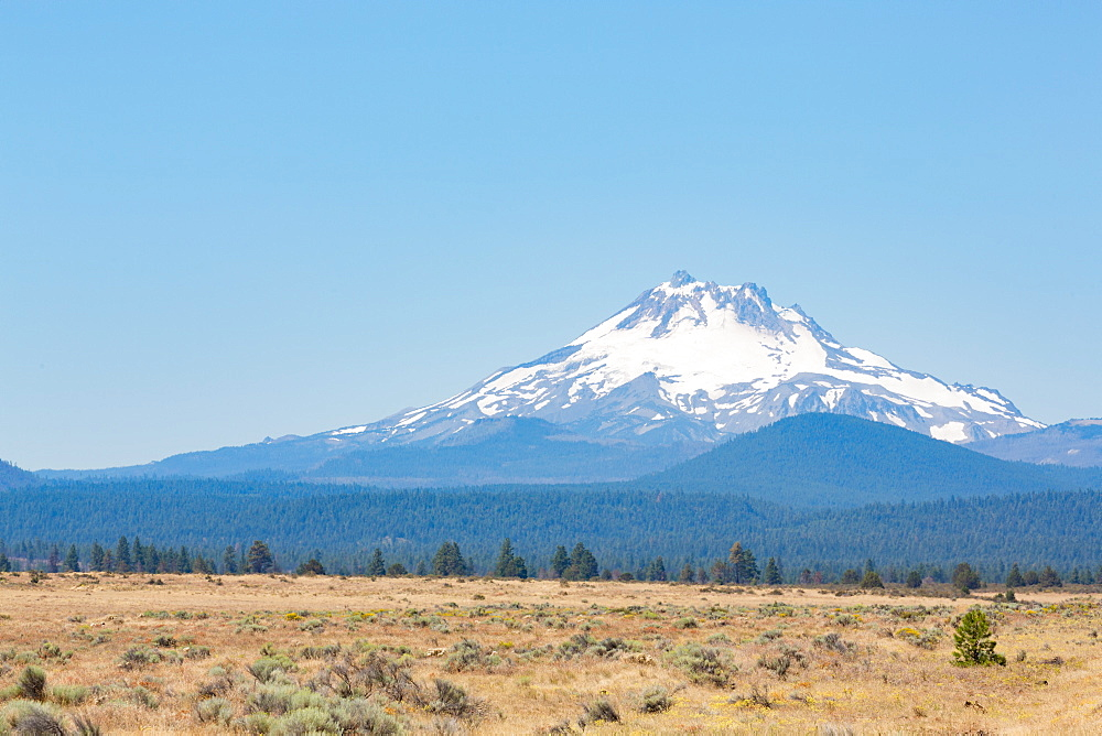 Central Oregon's High Desert with Mount Jefferson, part of the Cascade Range, Pacific Northwest region, Oregon, United States of America, North America