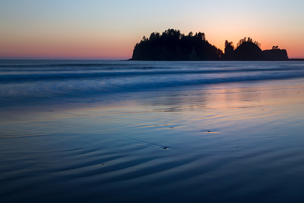 Dusk over James Island at La Push Beach on the the Pacific Northwest, Washington State, United States of America, North America