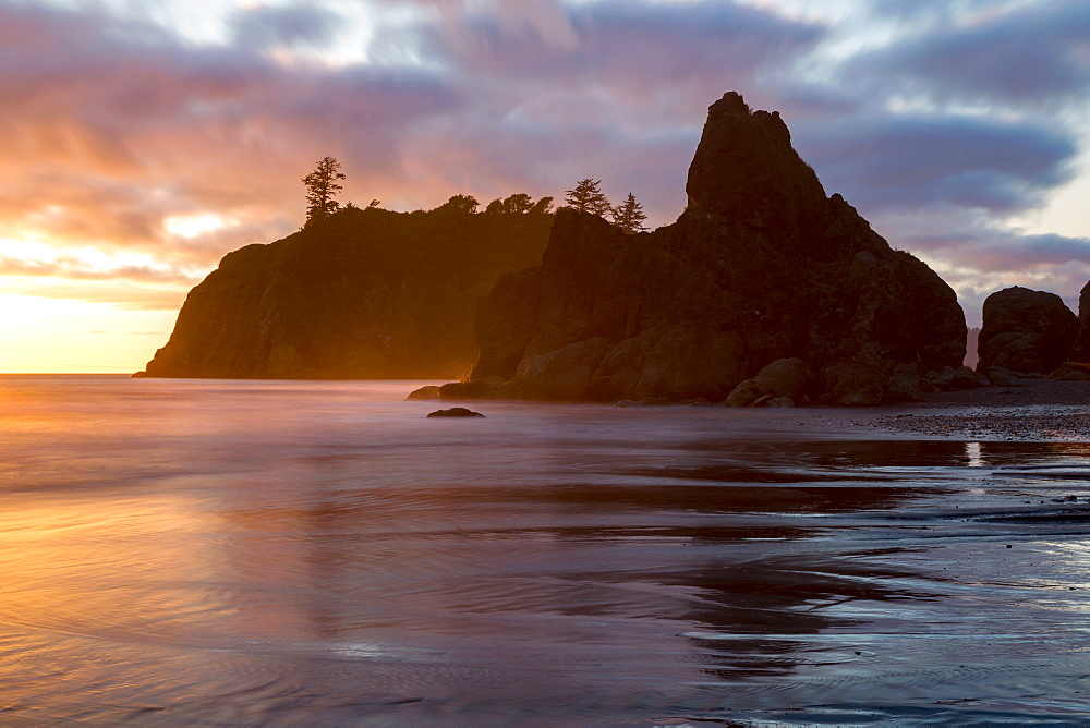 Dusk at Ruby Beach in the Olympic National Park, UNESCO World Heritage Site, on the Pacific Northwest coast, Washington State, United States of America, North America