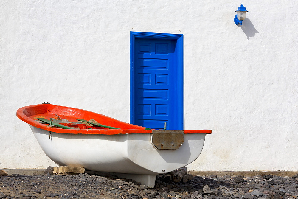Small boat and traditional house at Playa Pozo Negro on the volcanic island of Fuerteventura, Canary Islands, Spain, Atlantic, Europe - 785-2267