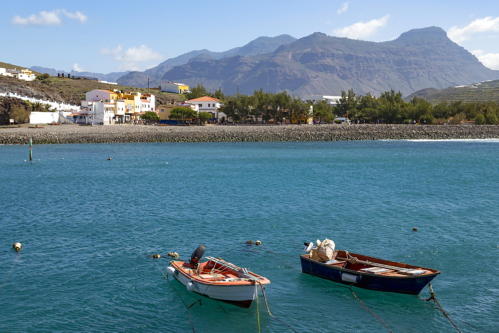 Boats in the harbour, Playa de la Aldea at Los Caserones on the wild west coast of Gran Canaria, Canary Islands, Spain, Atlantic, Europe - 785-2311