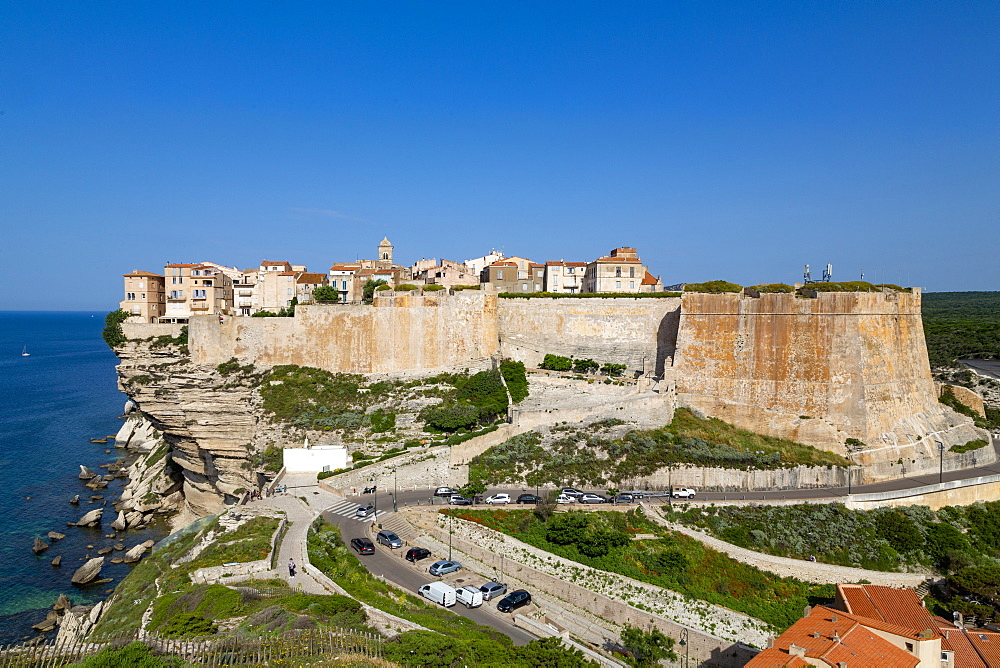 The Citadel and old town of Bonefacio perched on rugged cliffs - 785-2356
