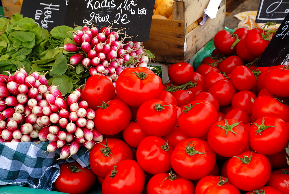 Radishes and tomatoes on a market stall, France, Europe - 792-149