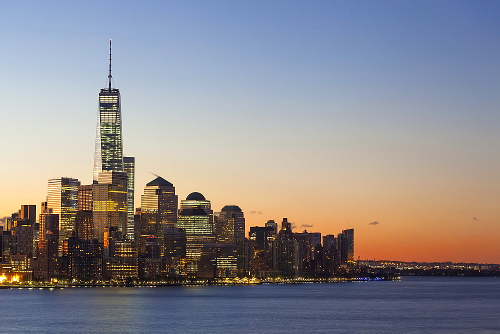 One World Trade Center and Downtown Manhattan across the Hudson River, New York, United States of America, North America